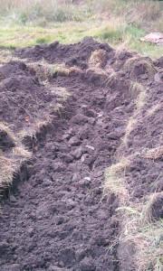 Grube für ein Hügelbeet